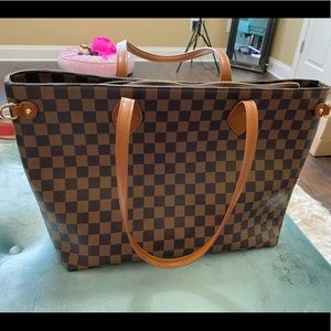 Handbags - Designer Style Checkered Tote LIKE NEW!